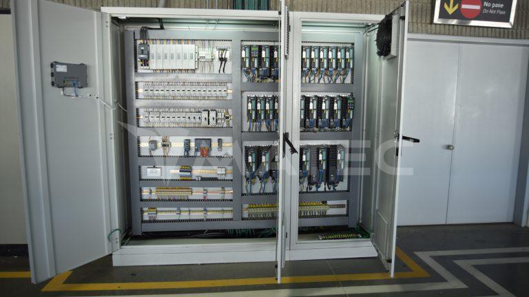 Control and power electric panel / Tablero de control y potencia